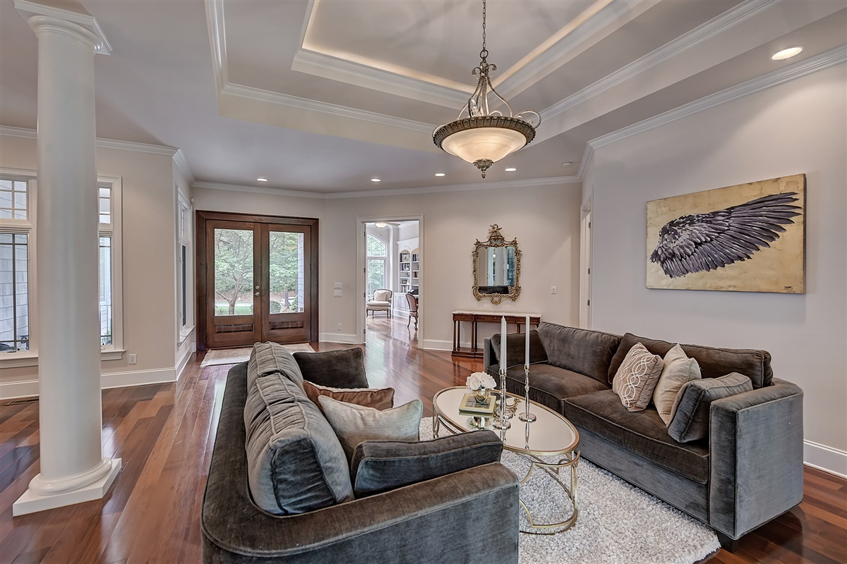 "<span class=""caption-true"">Living Room</span>"