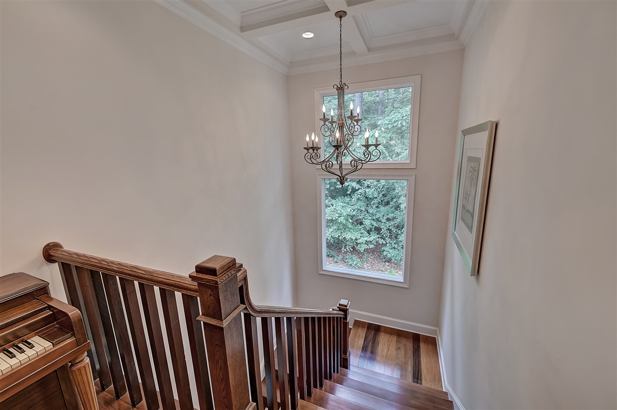 "<span class=""caption-true"">Staircase</span>"