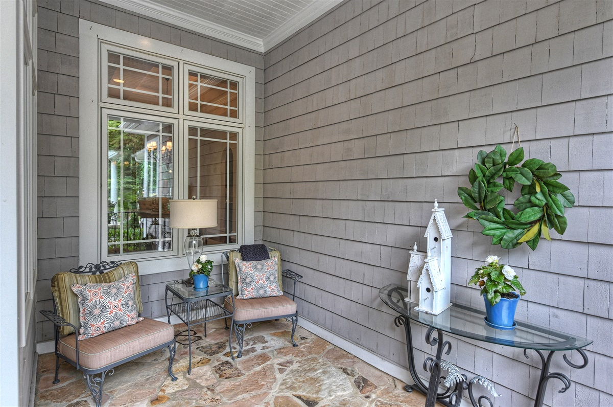 """<span class=""""caption-true"""">Covered Front Porch</span>"""