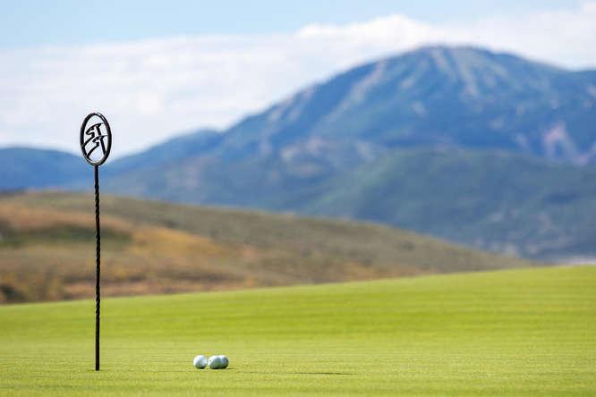 "<span class=""caption-true"">Golf with Ski Views</span>"