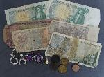 Lot: 2323 - 14K PENDANT & FOREIGN CURRENCY