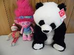 Lot: A5578 - Group of Like New Stuffed Animals