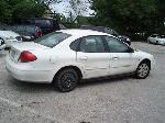 Lot: 03 - 2001 Ford Taurus Sedan