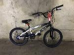 Lot: 149 - White/Black Kent Bicycle