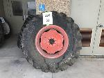 Lot: 31 - KUBOTA M8200DTC3 TIRE ASSEMBLY