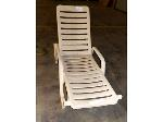 Lot: 02-18620 - Grosfillex Chaise Lounge Chair