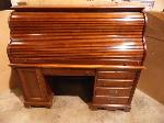 Lot: A5694 - Red Mahogany Traditional Roll Top Desk