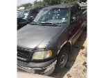 Lot: 14 - 2002 FORD PICKUP