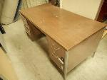 Lot: 1470 - Metal Desk