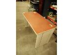 Lot: 1495 - Desk