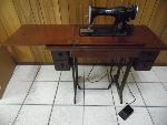 Lot: A5848 - Working Antique 1938 Singer Sewing Machine