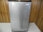Lot: A5855 - Working Magic Chef Table Top Refrigerator