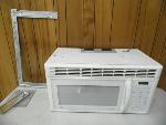 Lot: A5868 - Working GE Over the Range Microwave