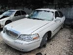 Lot: 863 - 2004 LINCOLN TOWN CAR - NON-REPAIRABLE - KEY