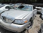 Lot: 939 - 2004 LINCOLN TOWN CAR