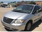 Lot: 07 - 2006 Chrysler Town & Country Van