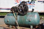 Lot: 08 - Air Compressor
