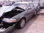 Lot: B706124 - 2005 LINCOLN TOWN CAR