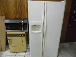 Lot: A6083 - (3 Returned Appliances) Microwave, Refrigerator and Dryer