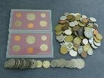 Lot: 3474 - (180) FOREIGN COINS & (2) 1992 BANK SETS