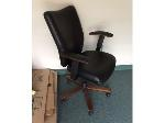 Lot: 31.PU - (7) Office chairs & Table