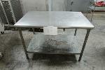 Lot: 17 - STAINLESS STEEL TABLE