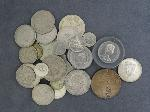 Lot: 3746 - 1928-S PEACE DOLLAR & (32) FOREIGN COINS