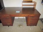 Lot: 34&35.PAS - (3) Desks