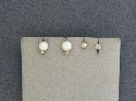 Lot: 3784 - 14K EARRINGS