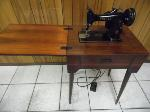 Lot: A6224 - Vintage 1954 Singer Sewing Machine
