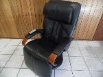 Lot: A6338 - Working HTT Leather Massage Chair