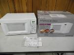 Lot: A6384 - Working GE Table Top Microwave
