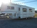 Lot: B-70 - 2002 Four Winds 27BH Camper Trailer