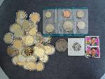 Lot: 4448 - 1922 PEACE DOLLAR & (45) GOLD PLATED QUARTERS