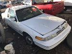 Lot: 1350 - 1995 Ford Crown Victoria