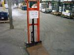 Lot: 329 - WESCO FOOT PEDAL LIFT TRUCK