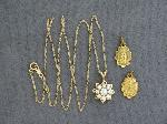 Lot: 5153 - 14K NECKLACE WITH DIAMOND PENDANT