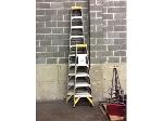 Lot: 5776 - (2) Fiberglass Ladders