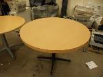 Lot: 2642 - ROUND TABLE