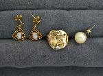 Lot: 5265 - EARRINGS & 10K RING