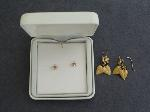 Lot: 5278 - EARRINGS & 14K PAIR LEAF EARRINGS