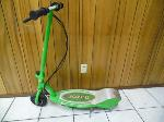 Lot: A7032 - Razor E200 Electric Scooter