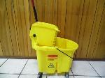 Lot: A7037 - Rubbermaid 7 Gallon Mop Bucket