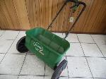 Lot: A7038 - Scotts AccuGreen 3000 Lawn Seeder