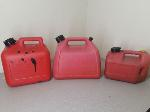 Lot: E988 - (3) GAS CANS