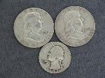 Lot: 5327 - (2) 1962 FRANKLIN HALVES & 1949 QUARTER