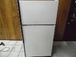 Lot: A7216 - Working Kenmore Single Door Refrigerator