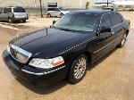 Lot: 13 - 2005 Lincoln Town Car