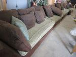 Lot: 18 - COUCH UNIT 20FT. APPROX