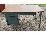 Lot: 16,17&18 - (3) Desks